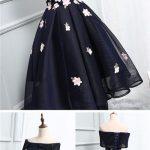 الورود تزين تصاميم الفساتين النسائية في 2018