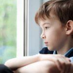 نصائح للتعامل مع الطفل بعد فقدان والده أو والدته