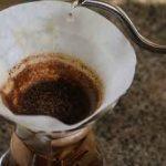 طريقة عمل القهوة بواسطة الفلتر الورقي