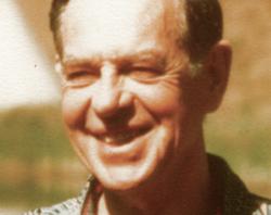 الكاتب الامريكي جوزيف كاميل
