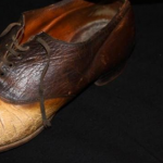 قصة المجرم الخارج عن القانون الذي تحول إلى حذاء