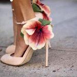 أحذية نسائية بتصاميم غريبة تعتمد على الورود