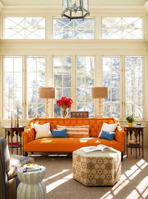 غرفة معيشة برتقالي و ازرق