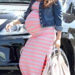 صيحات عصرية لملابس المرأة الحامل