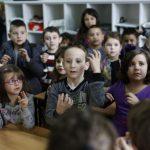 أهمية لغة الاشارة عند الأطفال