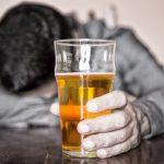 العلاقة بين الاكتئاب وإدمان الكحول