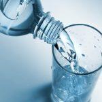 فوائد المياه القلوية للأطفال