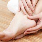 6 أشياء تفعلها تؤذي القدمين عليك تجنبها