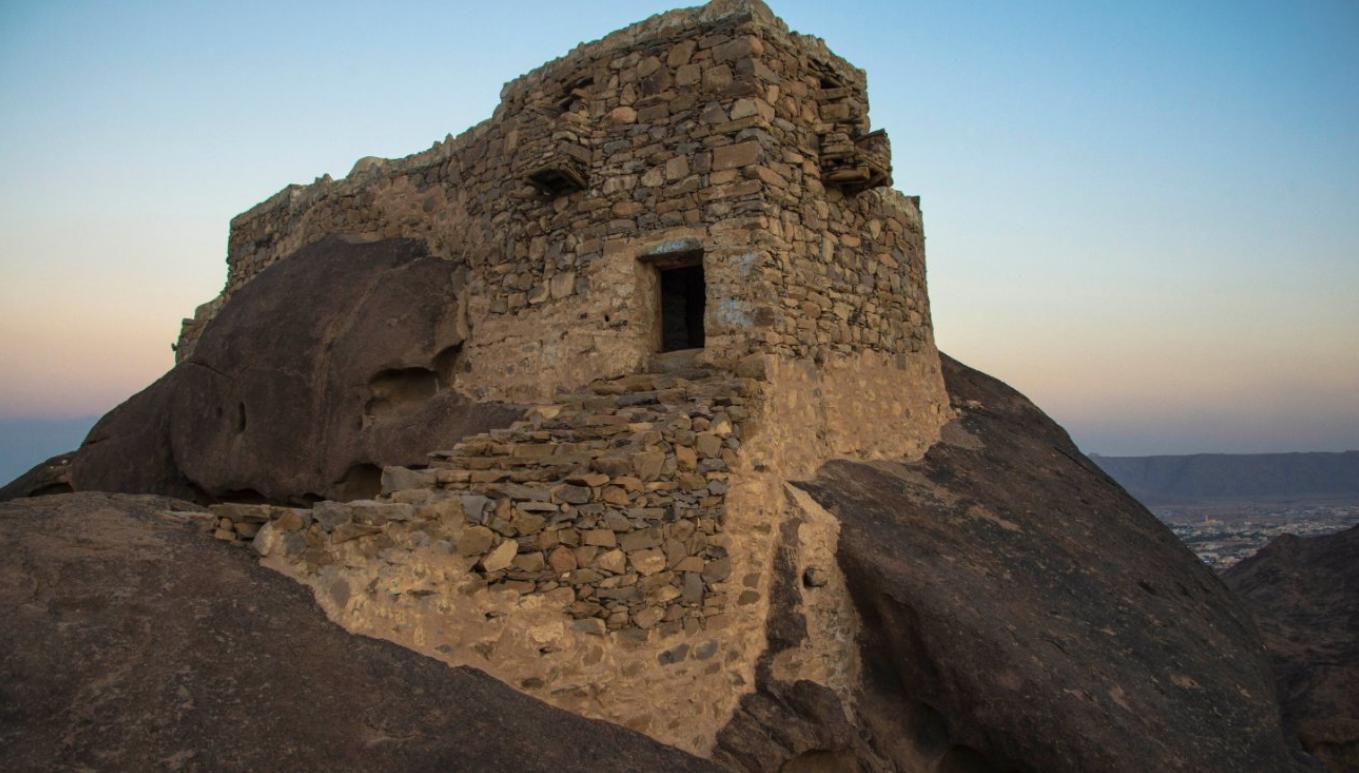 """قلعة رعوم بنجران ط¯ط±ط¬-ظ'ظ""""ط¹ط©-ط±ط¹ظˆظ….png"""
