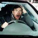 أخطاء القيادة التي يرتكبها البعض اثناء قيادة السيارة