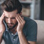8 عادات يومية خاطئة يمكن أن تسبب الصداع