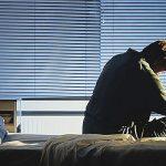 اعراض الاكتئاب الصباحي وعلاجه بتقنيات الضوء