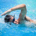 أضرار السباحة بعد الأكل مباشرة