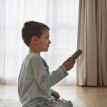 تأثير العنف التلفزيوني على الأطفال
