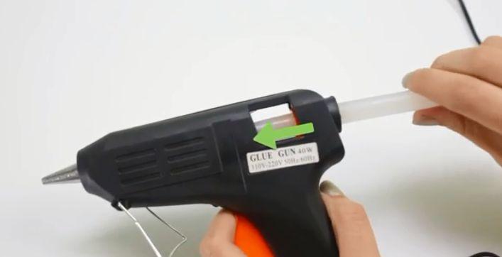 استخدام مسدس الشمع