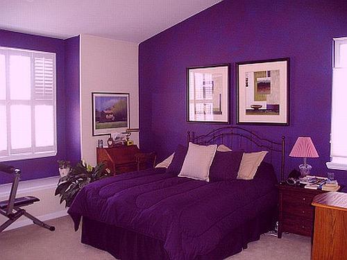 دهان غرفة نوم باللون بنفسجي و روز المرسال