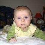 الأسباب العلمية وراء عدم ترميش اعين حديثي الولادة