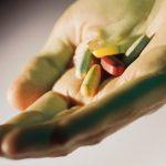 الفيتامينات والمكملات التي تضر الكبد