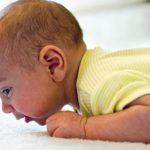 تطور حواس الطفل من الولادة حتى العام الأول من عمره