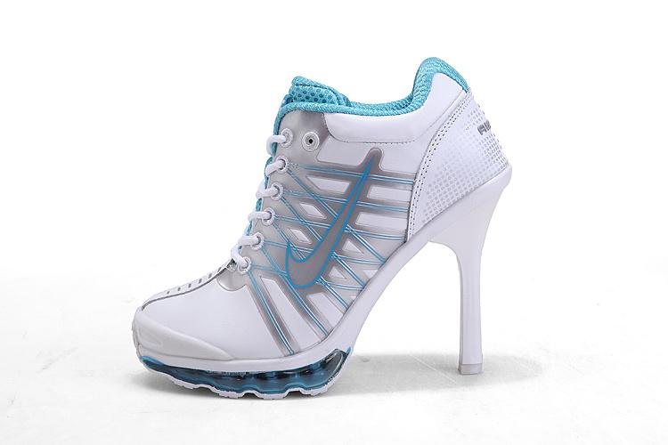 حذاء بكعب عالي ابيض نايك