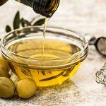 زيت الزيتون علاج فعال للتخلص من الشعر الرمادي