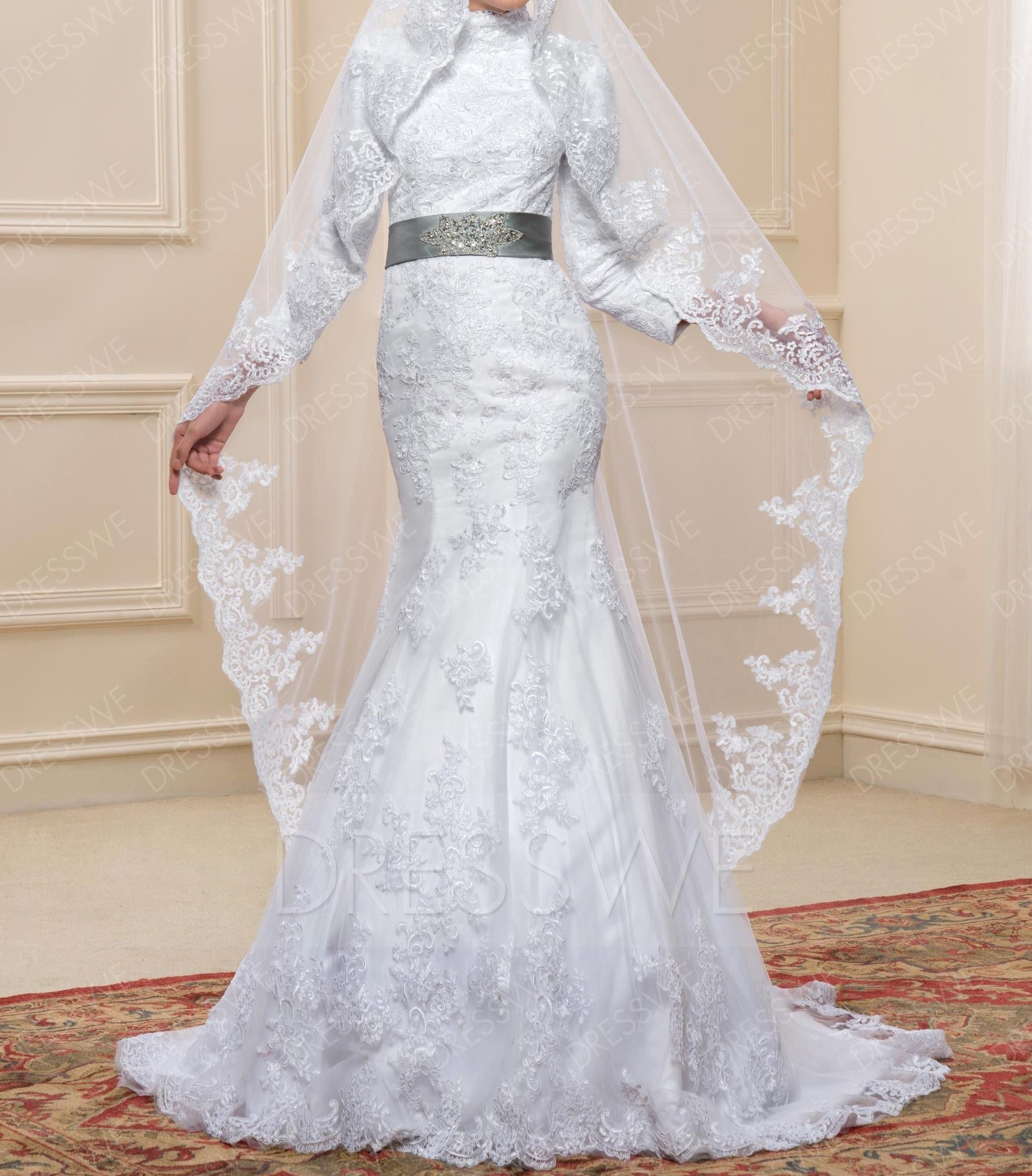 فستان زفاف للمحجبات بحزام رمادي