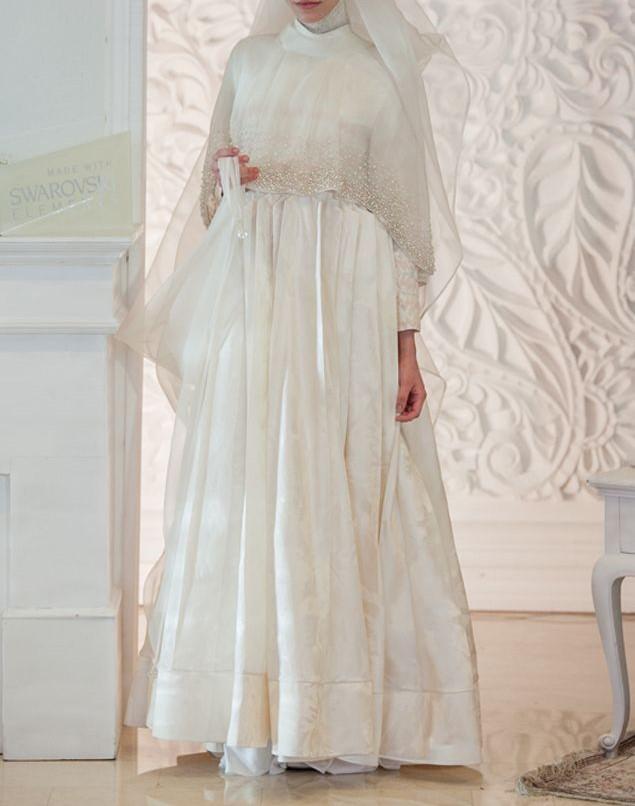 فستان زفاف للمحجبات بشريط ستان