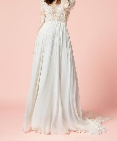 فستان طويل باللون ابيض