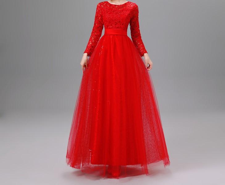 فستان طويل باللون احمر