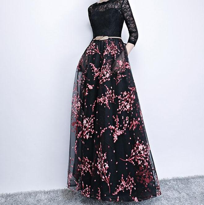 فستان طويل باللون اسود