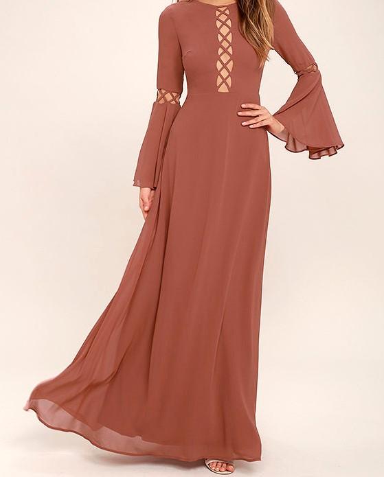 فستان طويل باللون العسلي