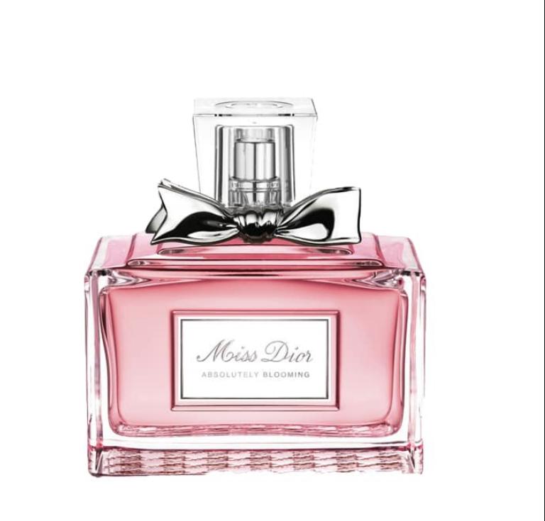 b00df4a71 يعد عطر بلو شانيل من أفضل أنواع العطور الرجالية رائحة انسيابية جذابة ذات  شهرة واسعة يطلبه الجميع، تلك الزجاجة ذات اللون الأسود الذي يوحي بالكلاسيكية  ...
