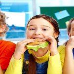 أضرار الساندويتشات الغير صحية على الأطفال