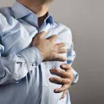 أسباب ألم الصدر المختلفة والإسعافات الأولية لها