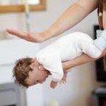 """كيفية التعامل مع """" الشرقة """"  اختناق الطفل اثناء الرضاعة"""