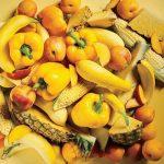 أهمية تناول الخضروات والفواكه صفراء وبرتقالية اللون