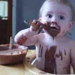 فوائد الشوكولاتة للرضع و الوقت المناسب لتقديمها له