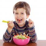 كيفية تعويد الطفل على اختيار الغذاء الصحي