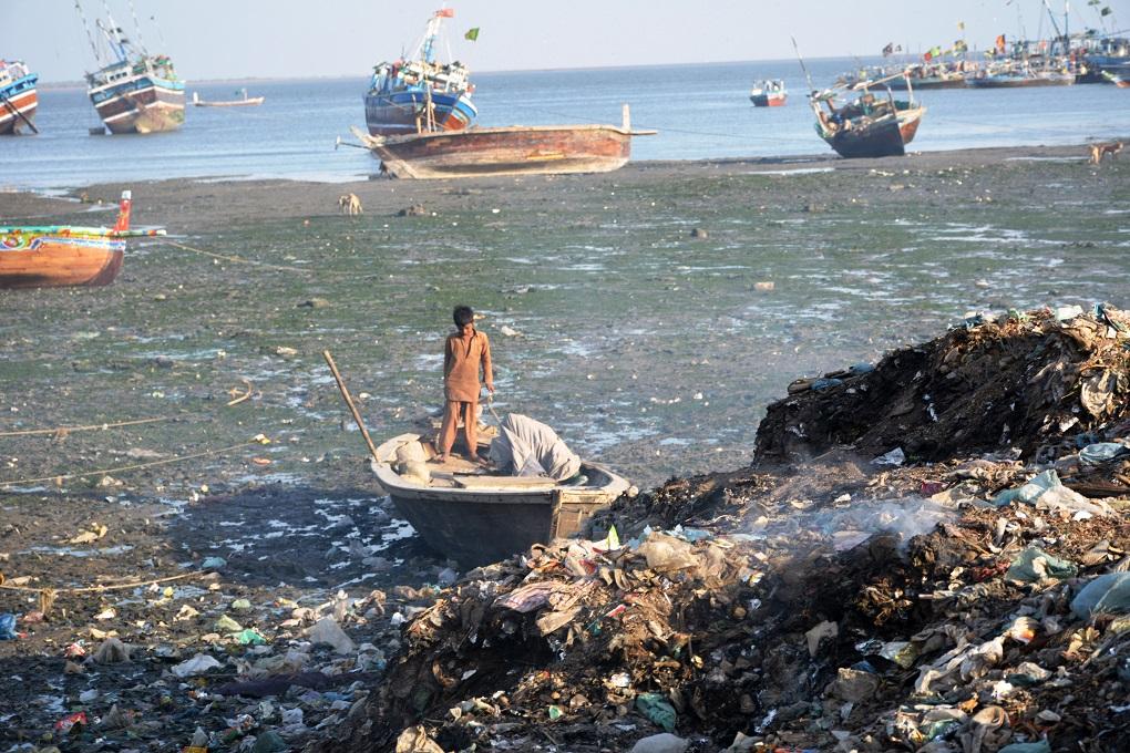 اسباب تلوث البحار وطرق علاجها المرسال