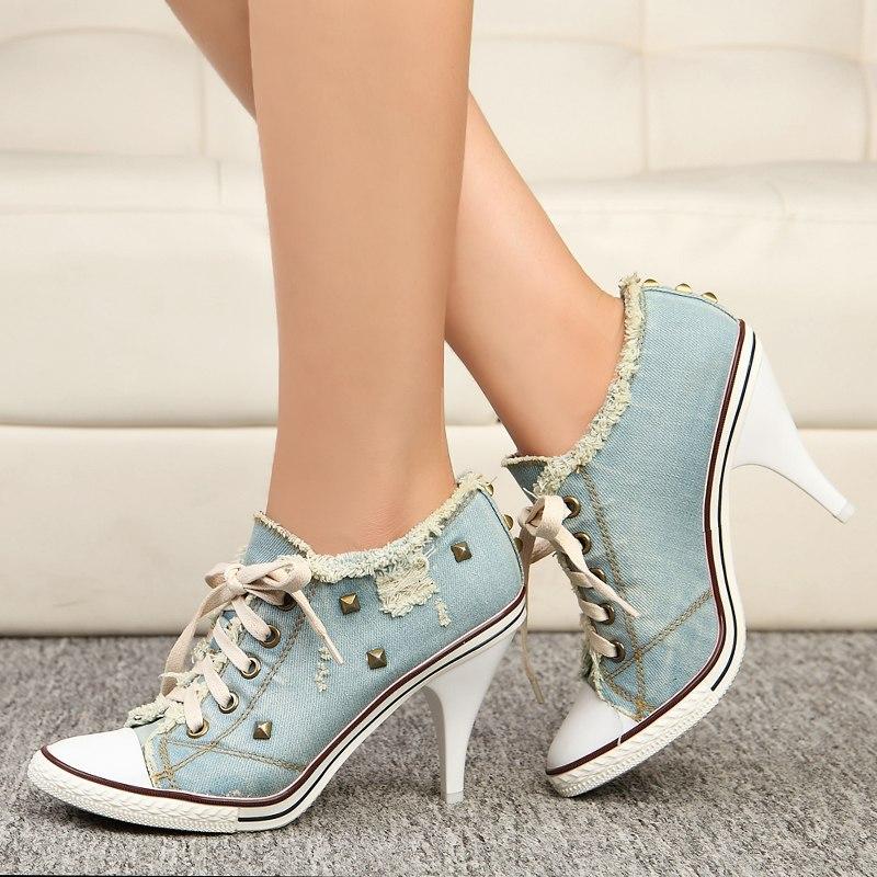 حذاء جينز بأربطة
