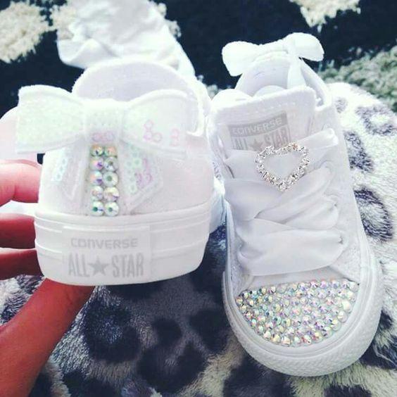 احذية سوارية للفتيات الصغيرات حذاء-لامع-ابيض.jpg