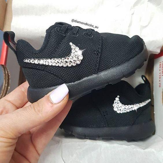 احذية سوارية للفتيات الصغيرات حذاء-لامع-اسود.jpg