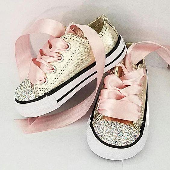 احذية سوارية للفتيات الصغيرات حذاء-لامع-ذهبي.jpg