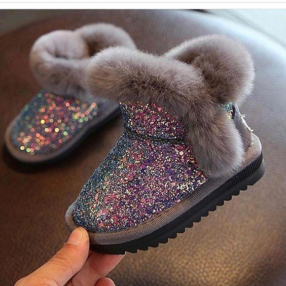 احذية سوارية للفتيات الصغيرات حذاء-لامع-رمادي.jpg
