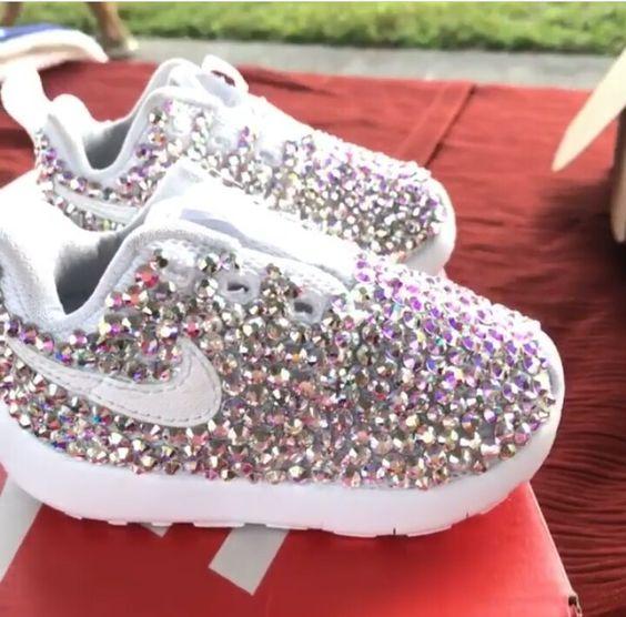 احذية سوارية للفتيات الصغيرات حذاء-لامع-فضي.jpg