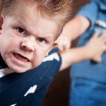 كيفية التعامل مع طفل التوحد العدواني
