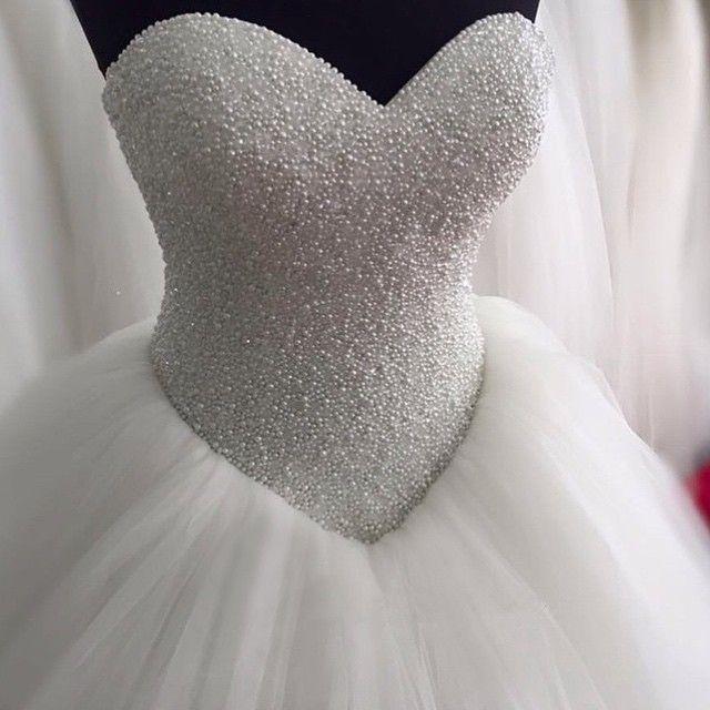 فستان-مطرز-لؤلؤ-منفو