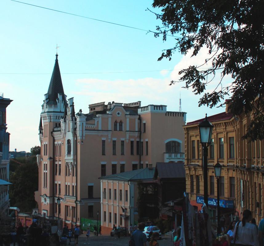 أشهر المعالم السياحية كييف أوكرانيا قلعة-قلب-ال