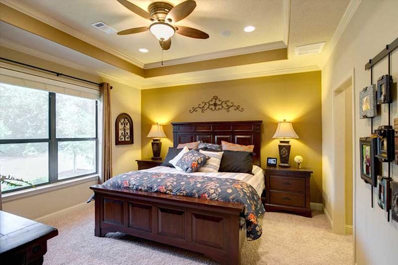 Small High Impact Decor Ideas: الوان غرف النوم للمتزوجين