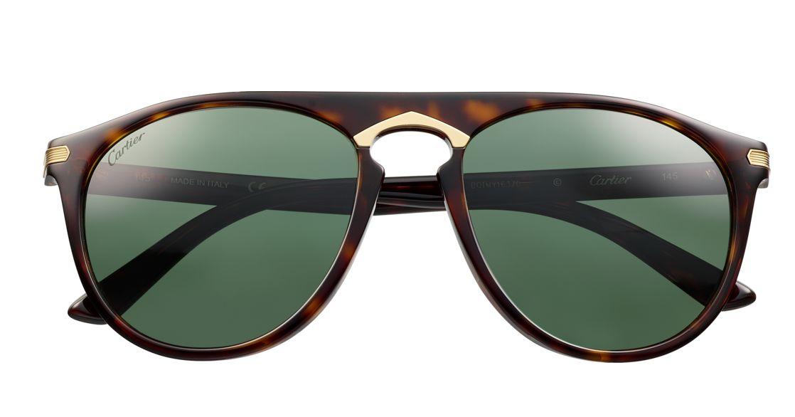 """441f5a088 ... المعدن تم طلاءها باللون الذهبي الفاتح ، وتأتي هذه النظارة بشكل نظارات  الطيار، وتحمل زخرفة """" جودرون """" منحوتة بطلاء اللون الذهبي، وعدسات بولارويد  خضراء ."""